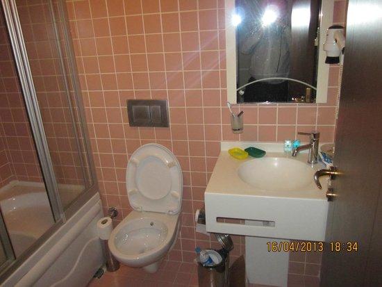 Mono Suites: Ванная комната