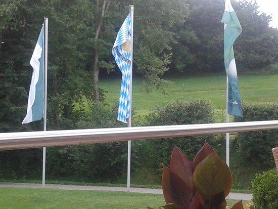 Golf-Club Schloss Elkofen: Die Auffahrt ins Clubhaus