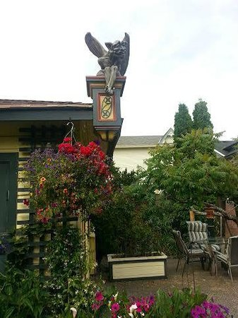 Albion Manor Bed and Breakfast: Friendly Gargoyle Watching Over the Guests