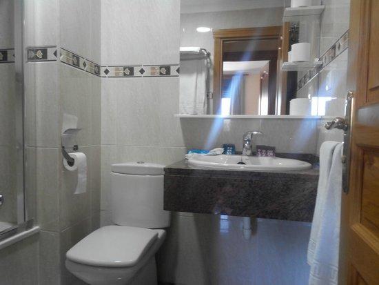 Apartamentos NuriaSol: Baño