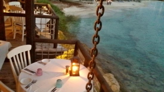 Sheer Rocks : Looking at the tree-house style of the restaurant