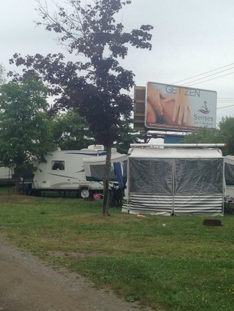 Campark Resorts: Campsites very close together and right next to Lundys Lane and a huge billboard.