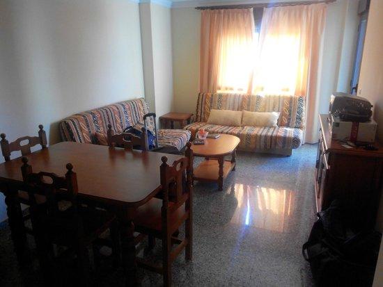 Apartamentos NuriaSol: Salón