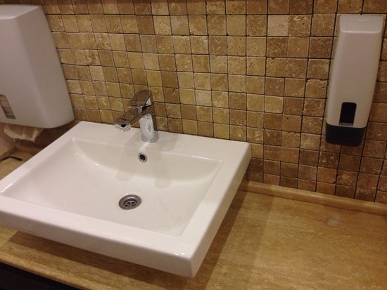 Hotel Central Park: Restaurant bathroom