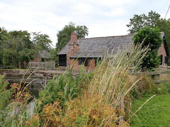 Stretton Watermill: Stretton Mill from the river.