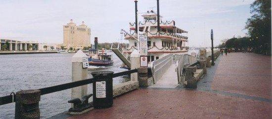 River Street Savannah: river