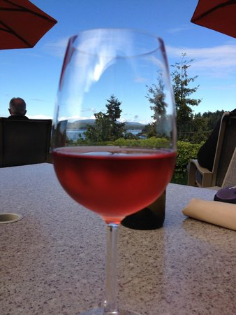 Friday Harbor House Restaurant: Wine on the bluff
