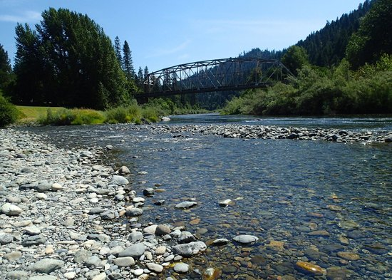 Momentum River Expeditions : Looking up river at Indian Creek put in