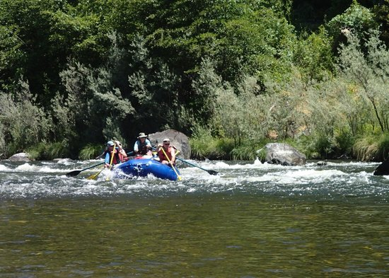 Momentum River Expeditions: finishing some rapids