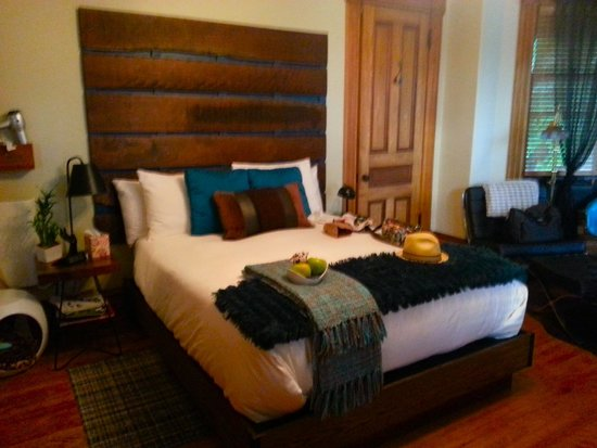 Made INN Vermont, an Urban-Chic Boutique Bed and Breakfast: Room 905