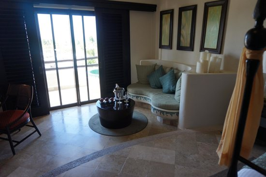 Secrets Maroma Beach Riviera Cancun: Stepdown Seating Area