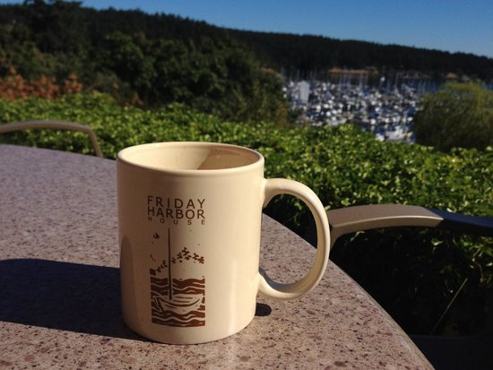 Friday Harbor House : Coffee in the morning on the bluff