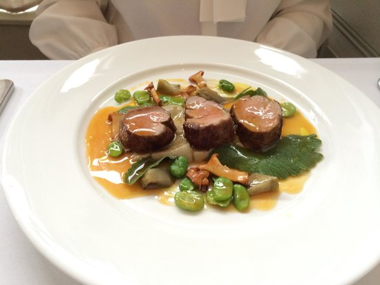 Marianne Restaurant: Fillet of Limousin veal with artichokes, broad beans and Scottish girolles