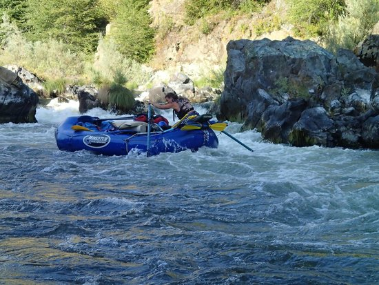 Momentum River Expeditions: coming through Dragon's Tooth