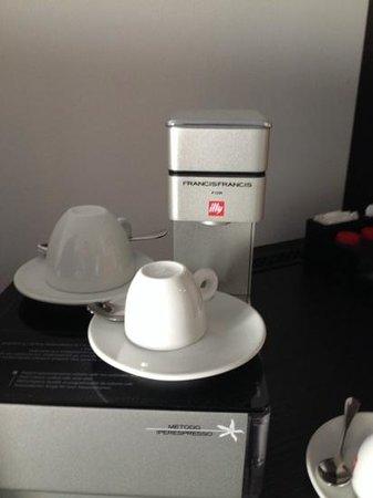 Hotel Winzerstube: Kaffeemachine auf dem Zimmer