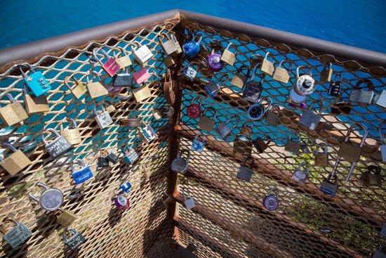 Makapuu Lighthouse Trail: Locks of Love