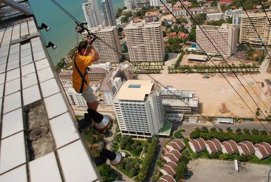 Башня Pattaya Park Tower. Аттракцион Tower Jump