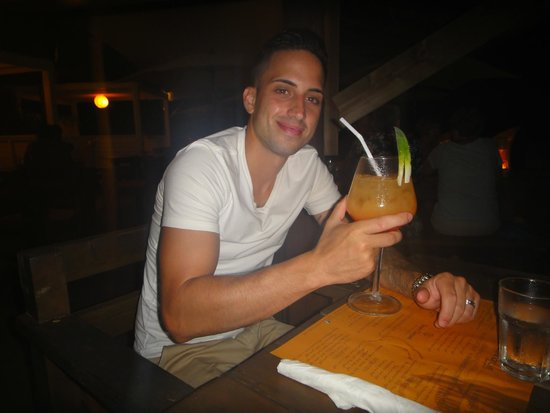 Moorea Beach Cafe : Tequila sunrise drink.. giant glass!