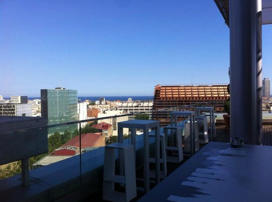 Hotel Diagonal Barcelona: View towards the sea