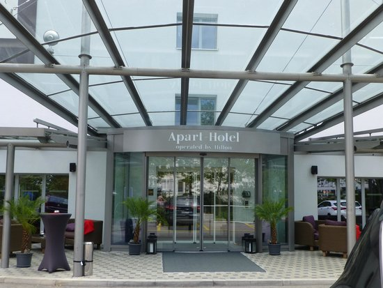 Apart-Hotel operated by Hilton: Front Entrance, promising, but not to be