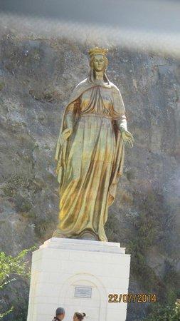 Meryemana (The Virgin Mary's House): Statue de la vierge marie située sur la route de montagne à l'aller
