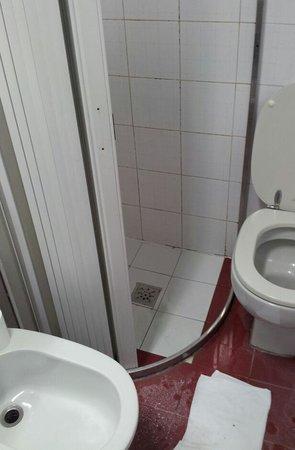 Eurhotel: Bathroom at Eurohotel