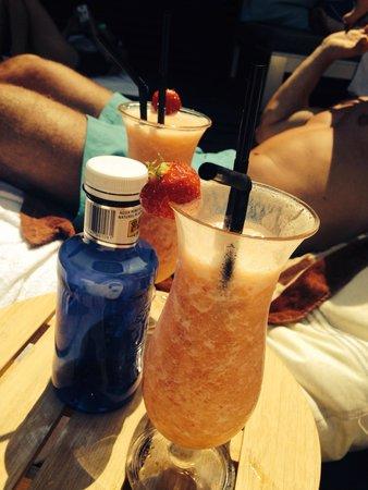 Meliã Barcelona Sky: Lekkere cocktails aan het zwembad