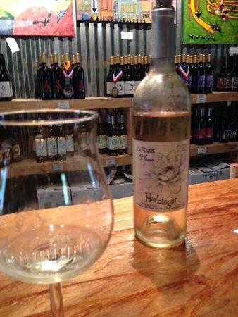 Harbinger Winery: Tasting bar