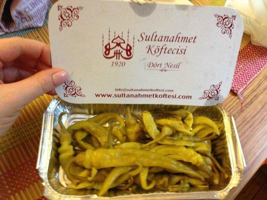 Sultanahmet Koftecisi: Еду с собой можно забрать