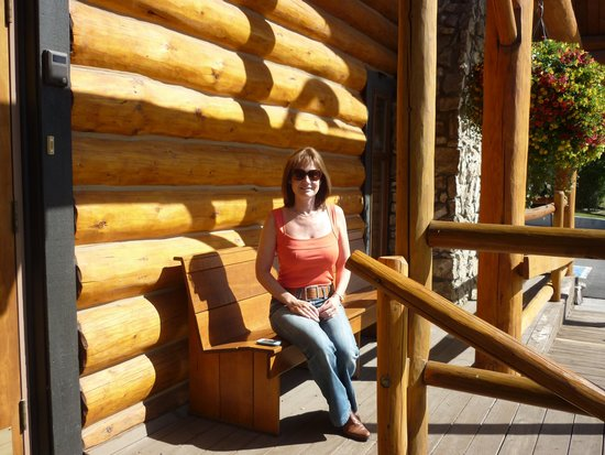 Cariboo Lodge Resort: Enjoying the rays outside our room