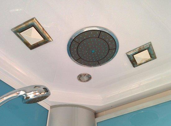 Hotel Ciudad de Corella : Oxido en la ducha escacharrada