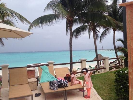 Grand Fiesta Americana Coral Beach Cancun: mu daughters enjoying the beach