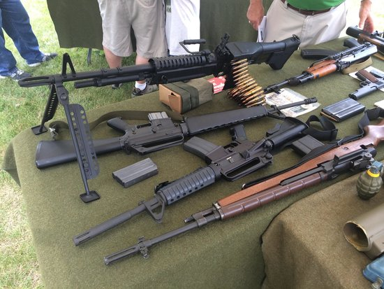 Illinois State Military Museum : Vietnam War re-enactors display their weapons