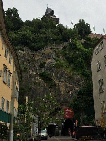 Uhrturm: Aufstieg zur Burg
