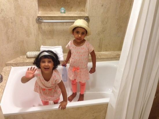 Grand Fiesta Americana Coral Beach Cancun: nice bathtub