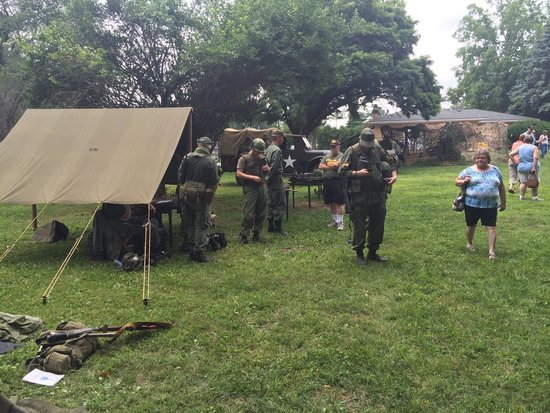 Illinois State Military Museum : Vietnam War re-enactors