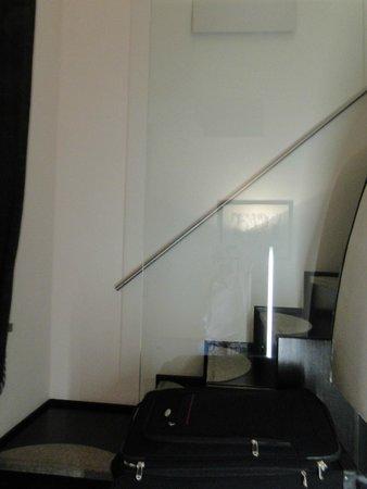 Best Western Plus Hotel Universo : escada da sala para a cama no andar de cima