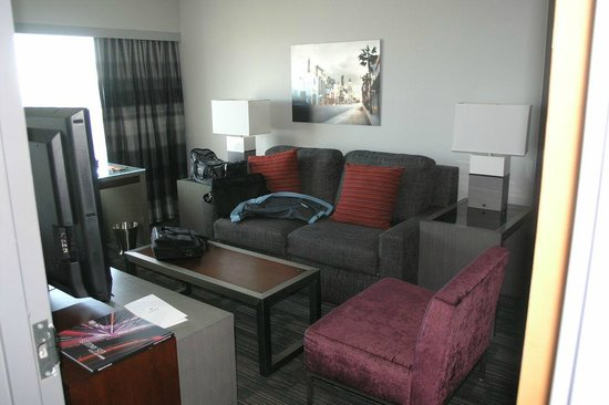 Loews Hollywood Hotel : Living room