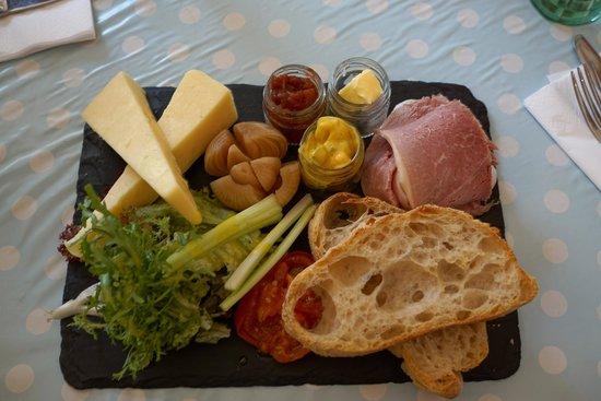 Pandora's Kitchen: Ploughman's Lunch