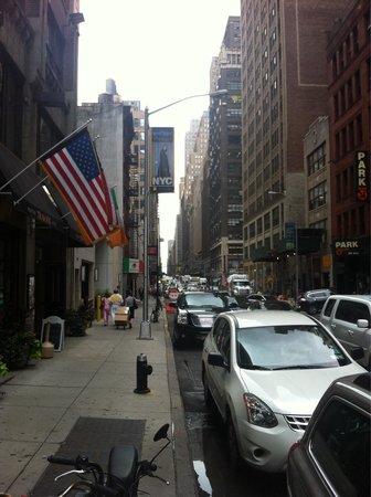 Hampton Inn Manhattan-Times Square North: Outside morning