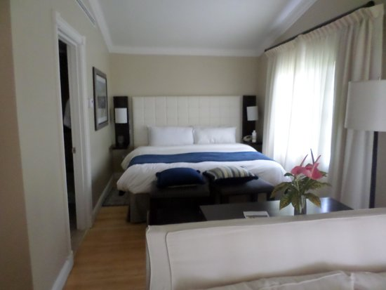 Rendezvous Resort : beachside cottage room - gorgeous and spacious :)