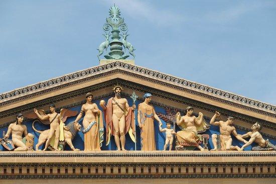 Le musée d'art de Philadelphie : relevos na fachada lateral
