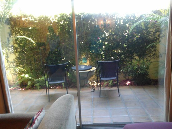 Hotel Pepper Tree: Private patio with a fountain.