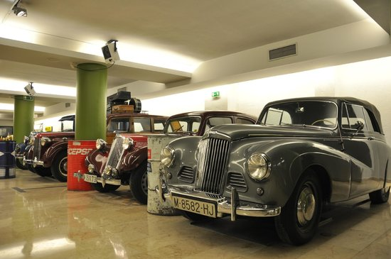 ApartoSuites Jardines de Sabatini: La collection automobile de l'hôtel