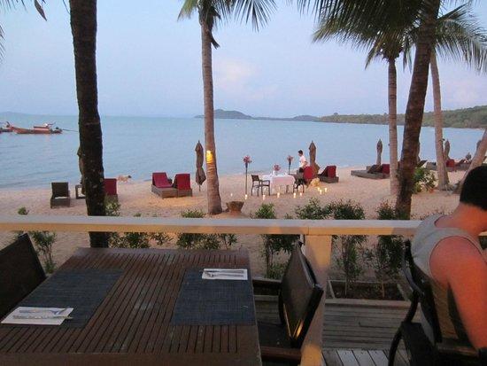 The Village Coconut Island Beach Resort : sunset dinner on the beach taken from the Tamarind bar