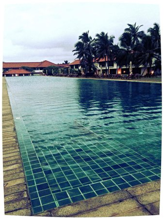 100 meter pool at 6 30am picture of jetwing lagoon negombo tripadvisor. Black Bedroom Furniture Sets. Home Design Ideas