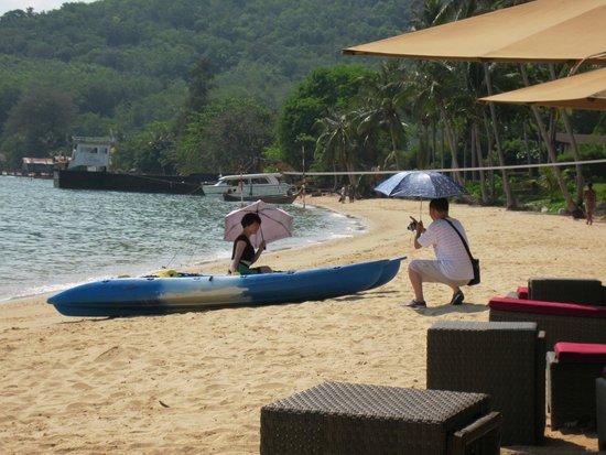 The Village Coconut Island Beach Resort : Photo shoot on the beach
