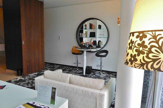 Kameha Grand : Unpraktische Einrichtung Zimmer 119