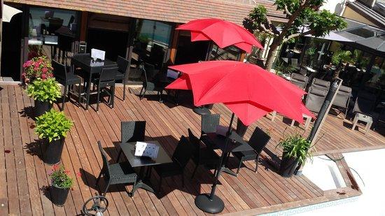 Résidence hôtelière La Loggia : Terrasse plage de la piscine Hôtel Le Trophée