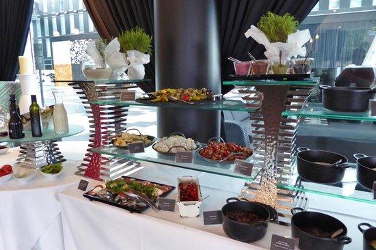 Kameha Grand: Buffet zum Barbecue